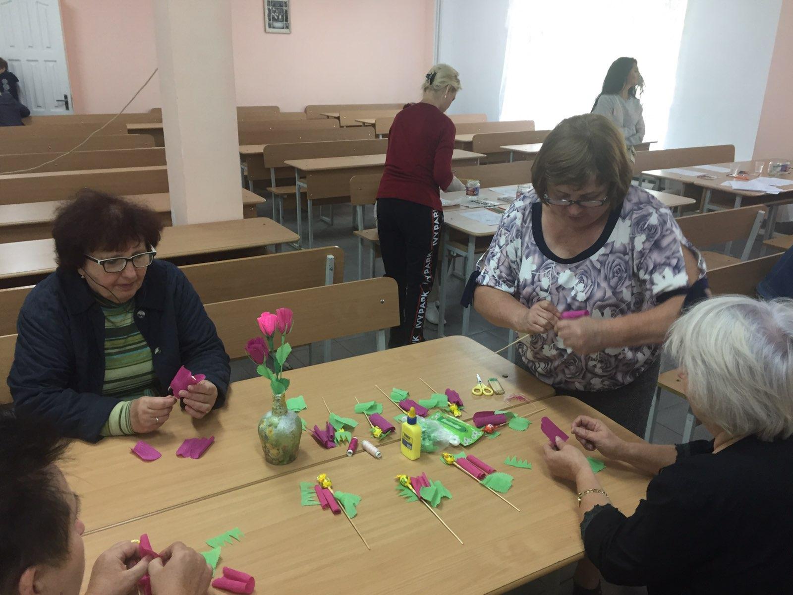 """Танці та фотосесії: майже 50 пенсіонерів з Франківська поїхали відпочивати у """"Лімницю"""" 4"""