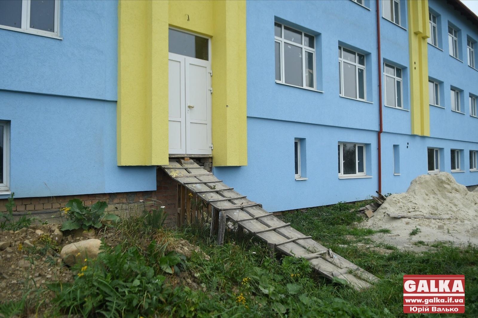У Космачі збудували корпус школи без опалення і каналізації 4