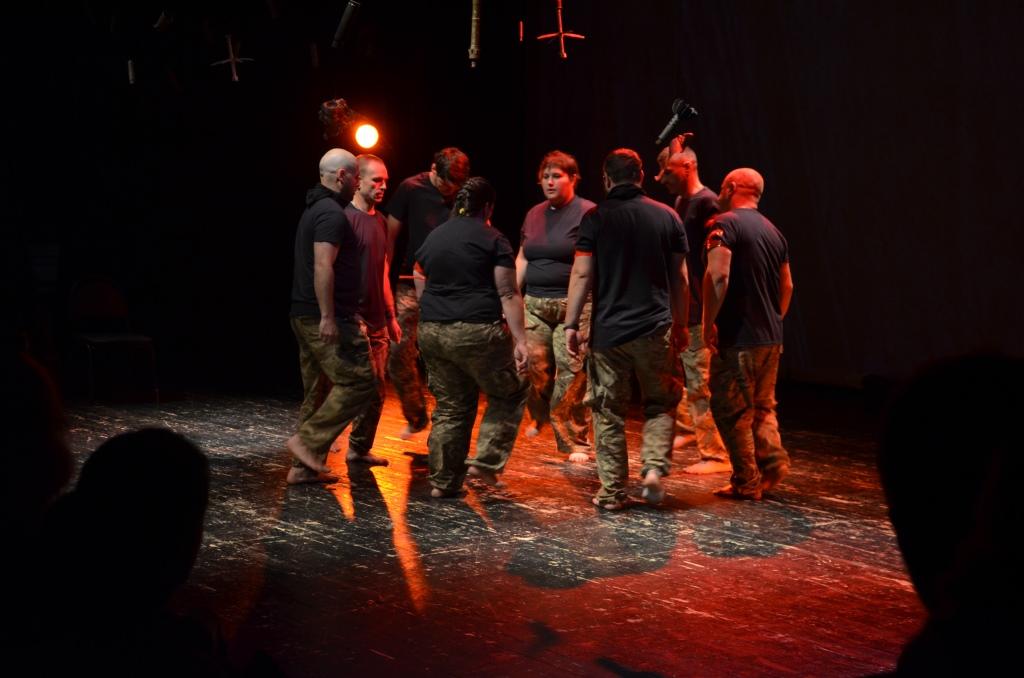 """У Франківську ветерани АТО вперше показали документальну виставу """"Голоси"""" – зібрали аншлаг (фоторепортаж)"""
