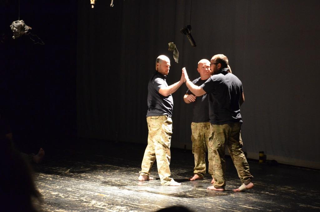 """У Франківську ветерани АТО вперше показали документальну виставу """"Голоси"""" – зібрали аншлаг 18"""