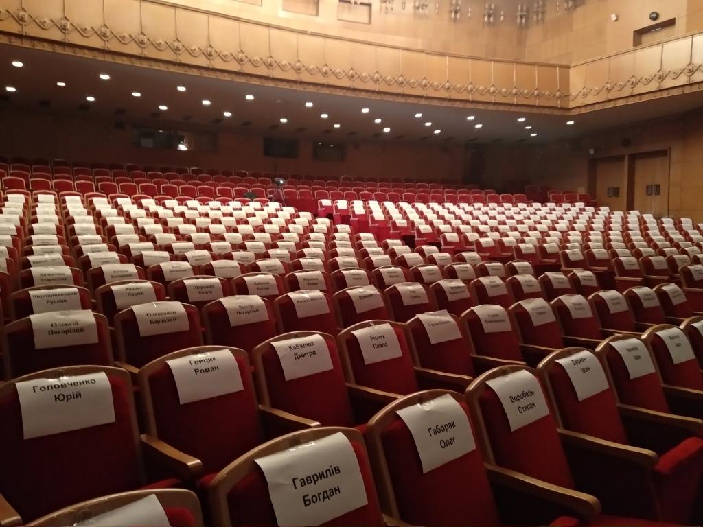 """У Франківську ветерани АТО вперше показали документальну виставу """"Голоси"""" – зібрали аншлаг 4"""