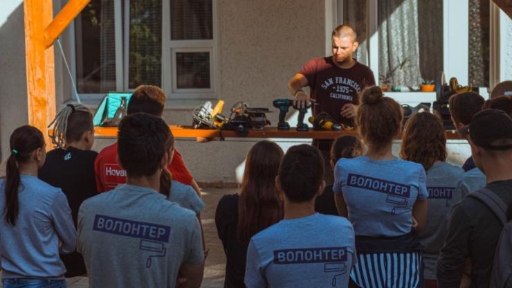 Ремонтуємо, малюємо й комунікуємо: як волонтери БУРу змінювали Надвірну 10