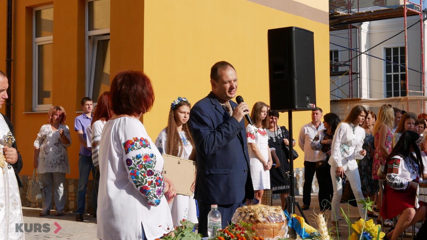 У школах Івано-Франківська пролунав перший дзвоник 4