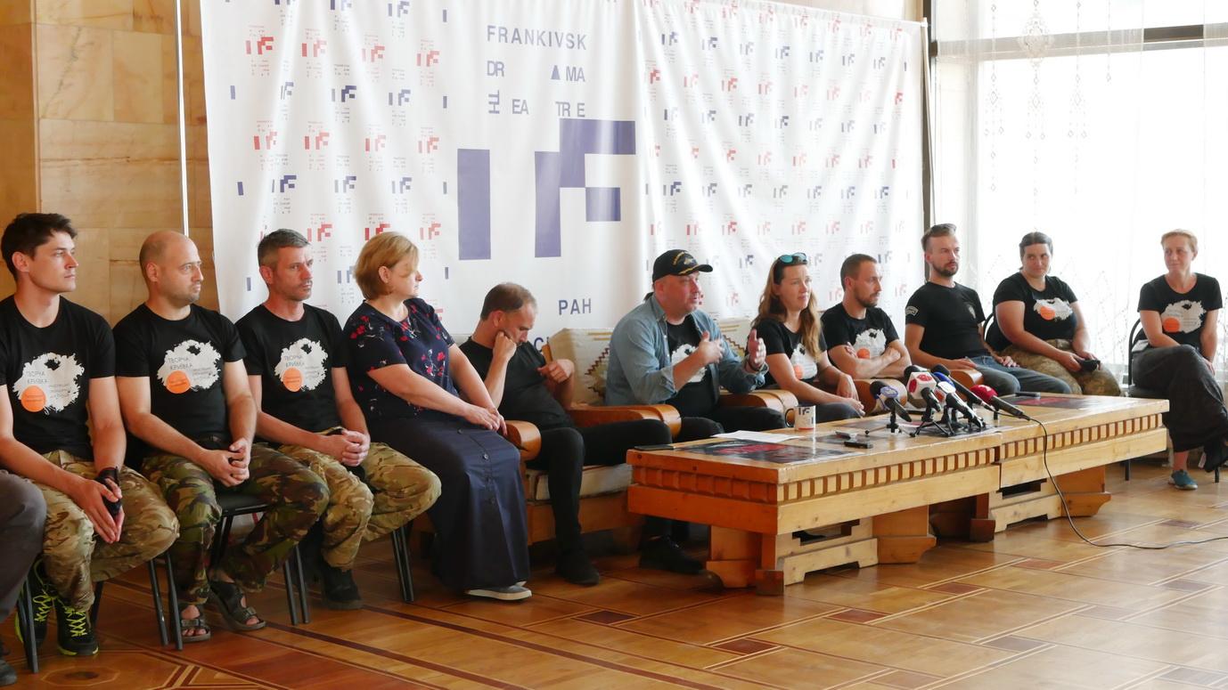 """У Франківську ветерани війни покажуть """"тривимірну"""" документальну виставу """"Голоси"""" 12"""