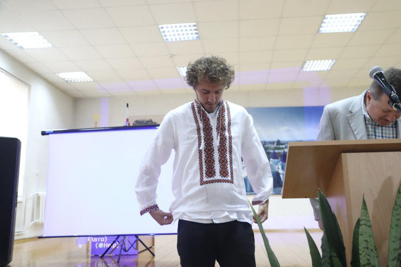 Євген Клопотенко у Франківську представив нове шкільне харчування і отримав вишиванку 4