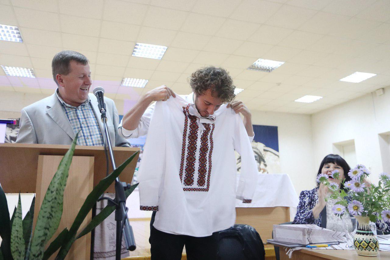Євген Клопотенко у Франківську представив нове шкільне харчування і отримав вишиванку 2