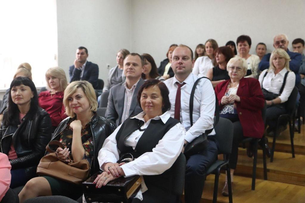 Євген Клопотенко у Франківську представив нове шкільне харчування і отримав вишиванку 6