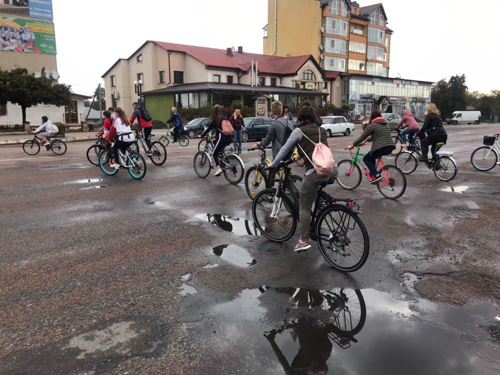 З Тисмениці школярі з учителями вирушили на велопрощу у Погоню 4