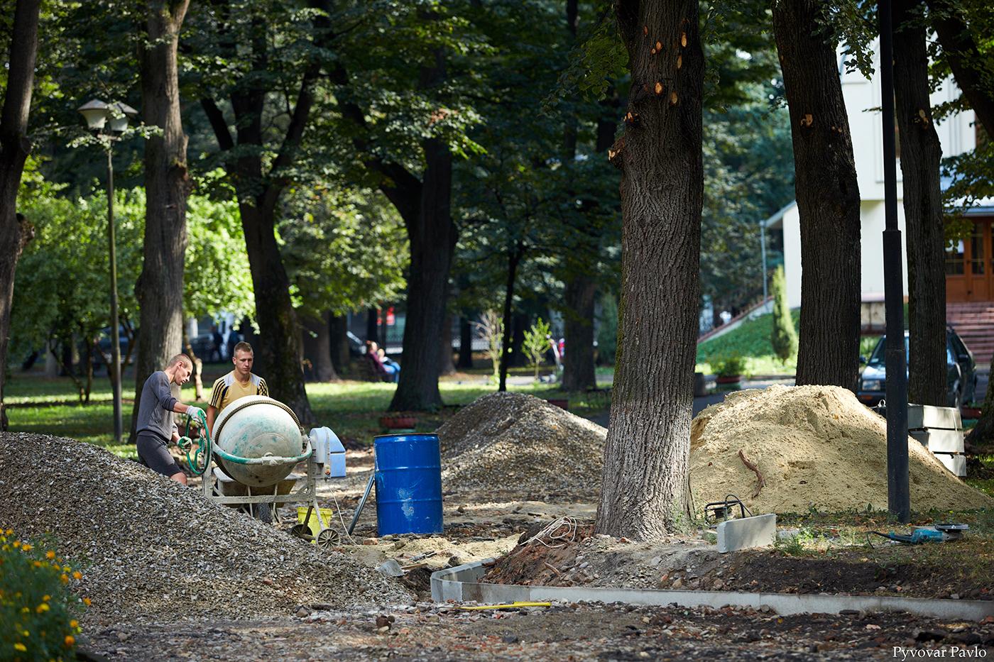 У парку Воїнів-інтернаціоналістів відновили ремонтні роботи 4