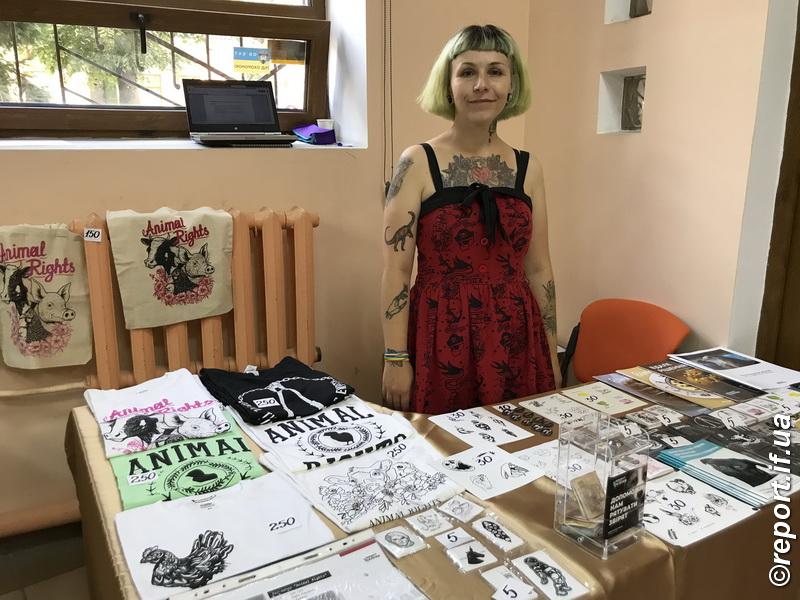 У Франківську робили татуювання заради звірят 10