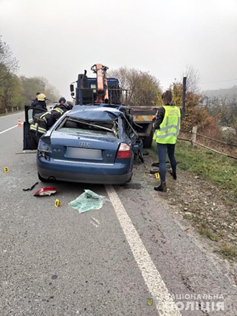 На Франківщині легковик врізався у тягач – є травмовані 2