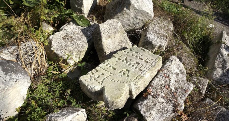 У фундаменті будинку в Рогатині знайшли фрагменти єврейських надгробків 2