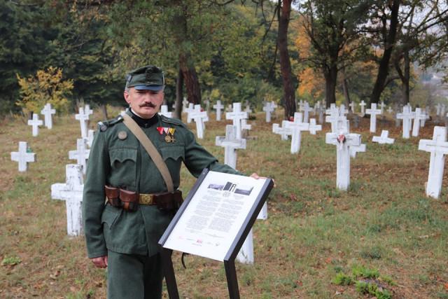 На Прикарпатті волонтери впорядкували занедбане військове кладовище Першої світової війни 2