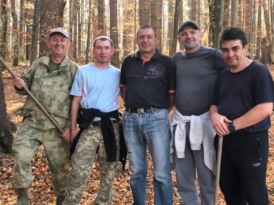 Ветерани АТО Прикарпаття з дітьми засадили вирубку в Карпатах 2