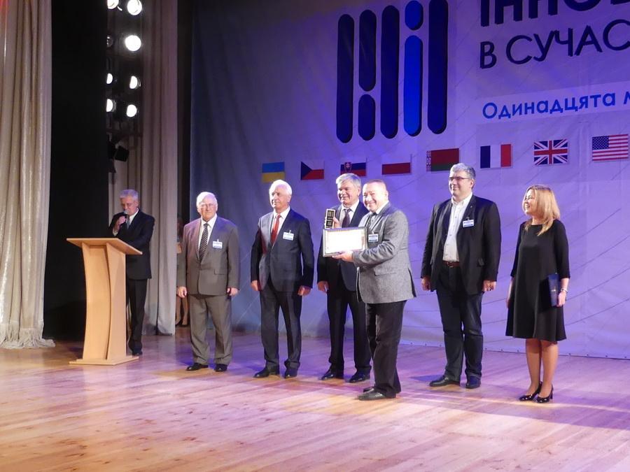 На міжнародній виставці у Києві ІФНМУ отримав почесне звання Лідер інновацій в освіті 4