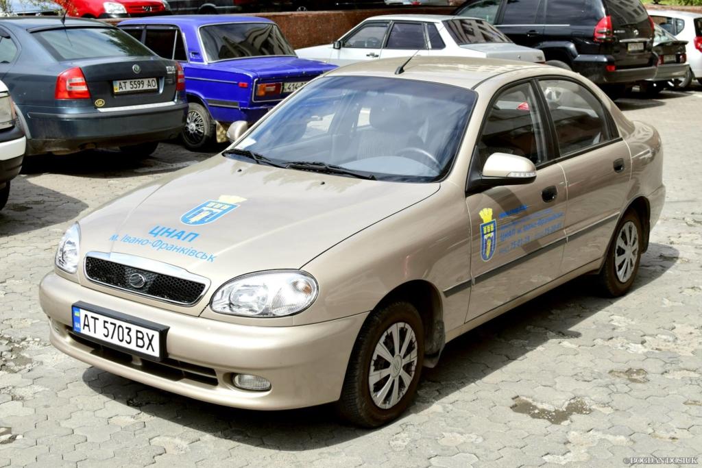 Хто їздить на машинах, які придбали збиткові комунальні підприємства Франківська 4