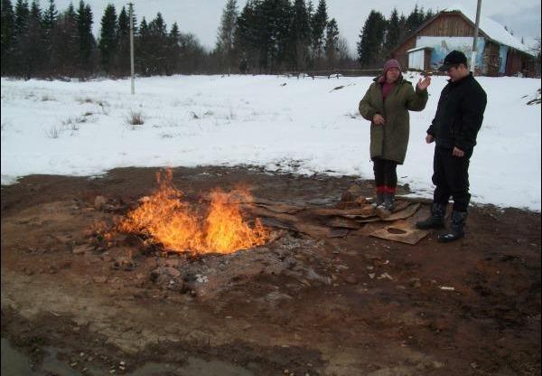 Газовий факел у селі Лісна Слобідка Коломийського району на Івано-Франківщині. Фото 2009 р.