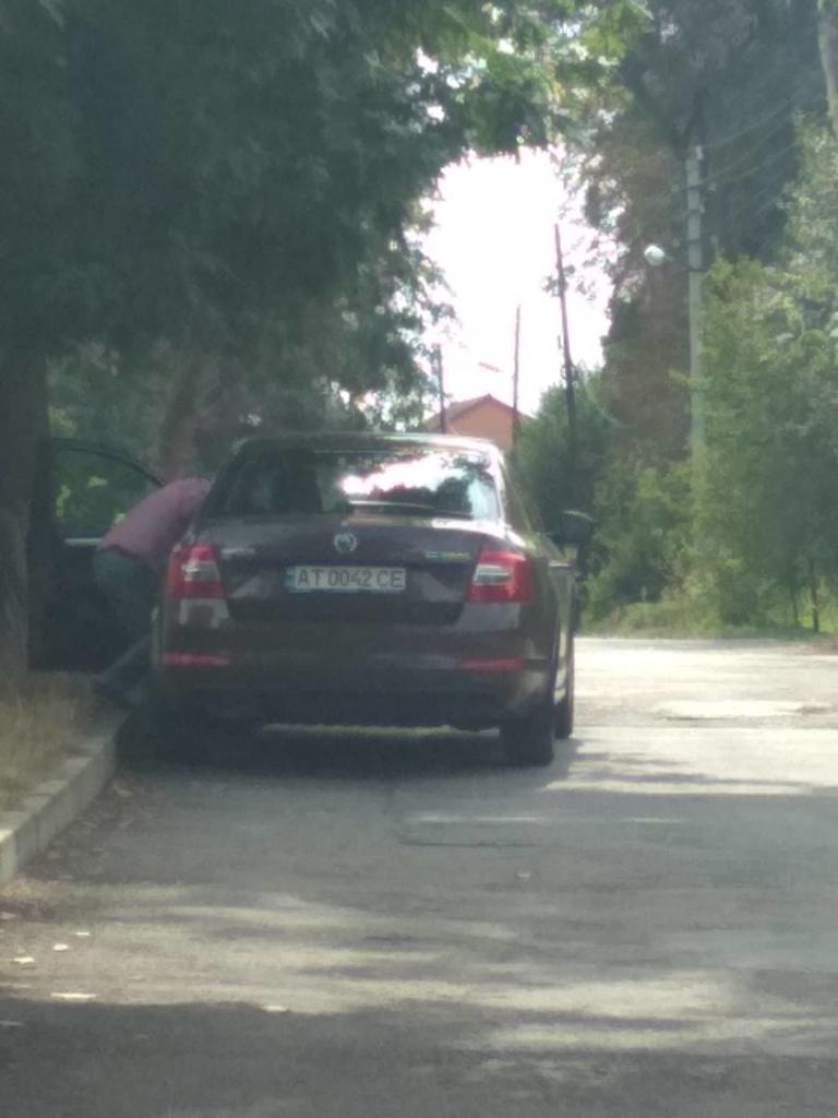 Хто їздить на машинах, які придбали збиткові комунальні підприємства Франківська 2