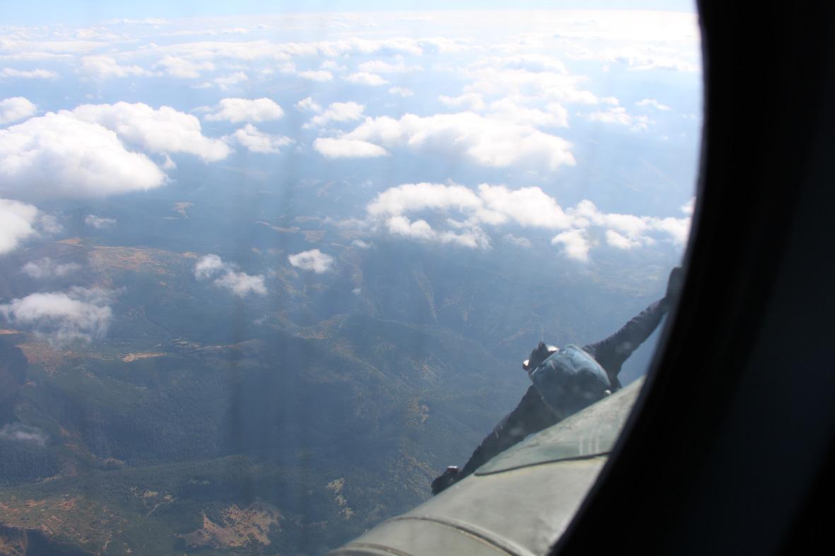 Вперше військові рятувальники стрибнули з парашутом на Говерлу 10