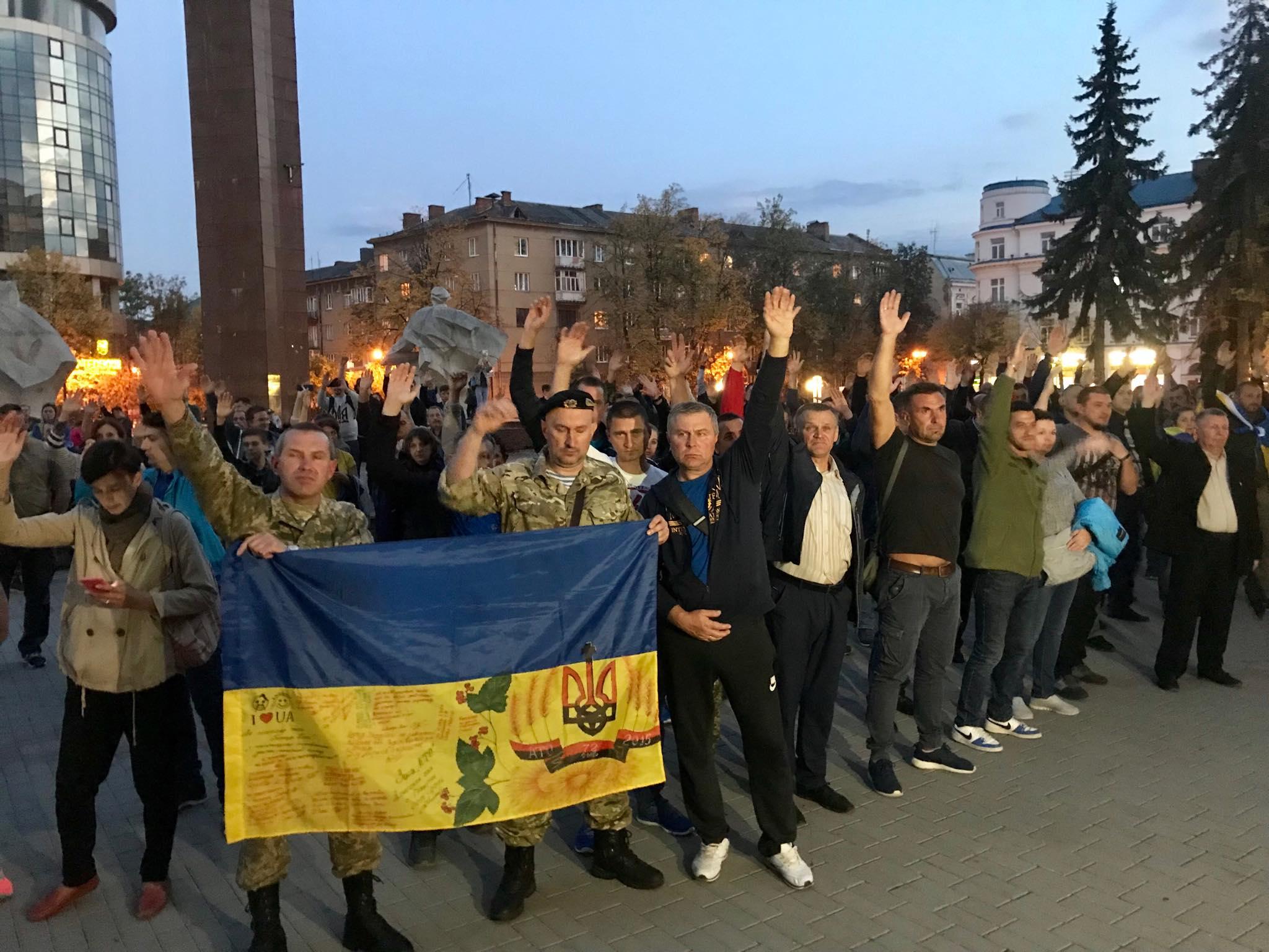 """""""Не ставати на коліна перед ворогом"""": у Франківську ветерани прийняли резолюцію проти """"формули Штайнмаєра"""" 6"""