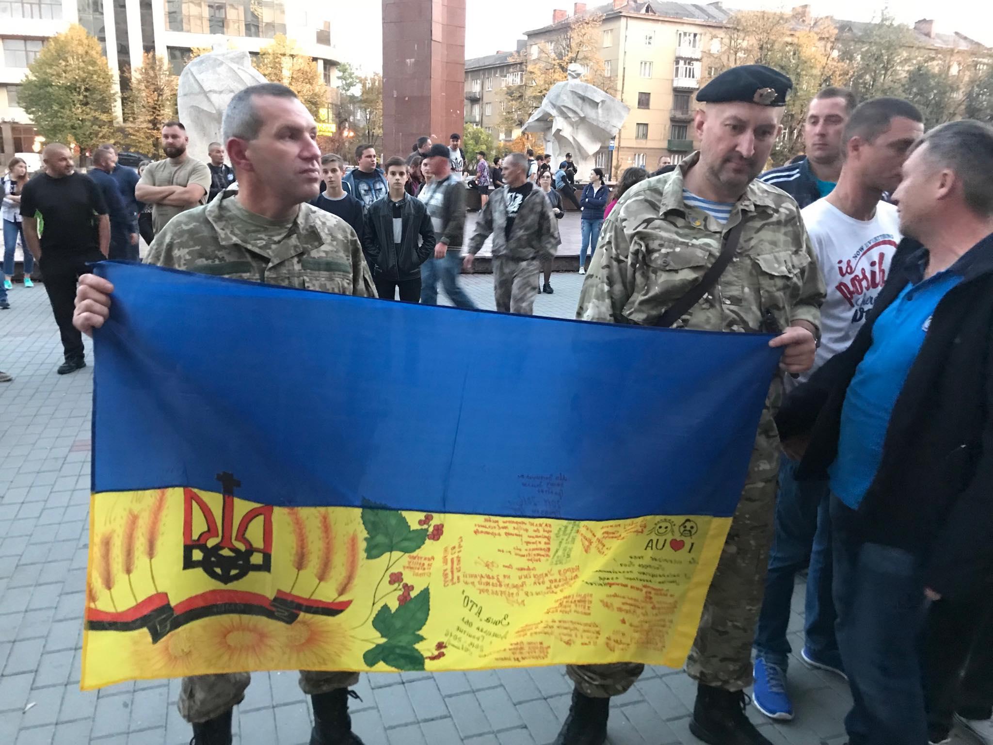 """""""Не ставати на коліна перед ворогом"""": у Франківську ветерани прийняли резолюцію проти """"формули Штайнмаєра"""" 12"""