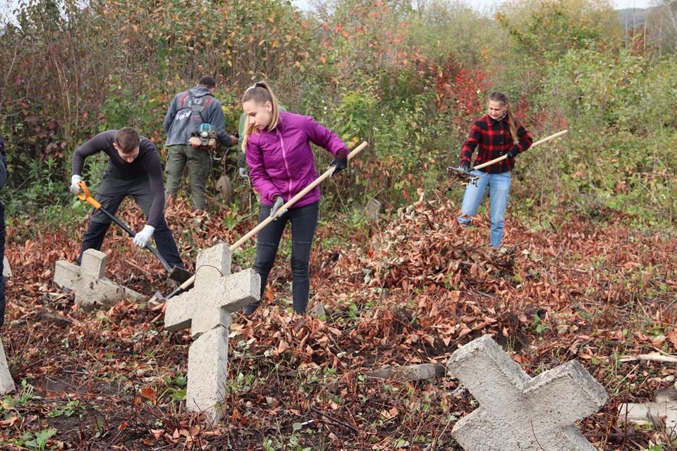 Прикарпатці впорядкували австрійський військовий цвинтар 16