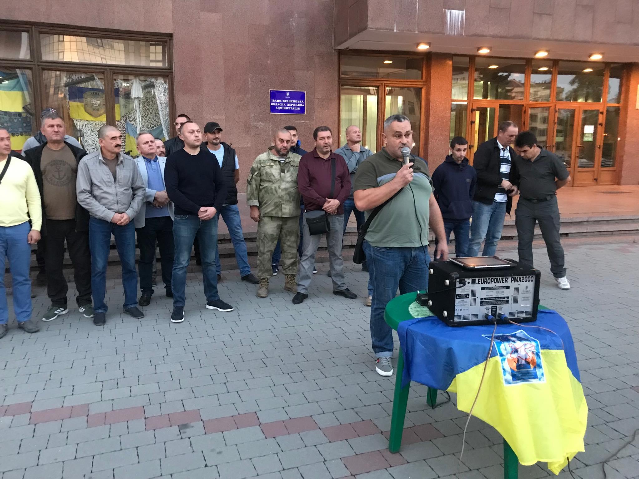 """""""Не ставати на коліна перед ворогом"""": у Франківську ветерани прийняли резолюцію проти """"формули Штайнмаєра"""" 16"""