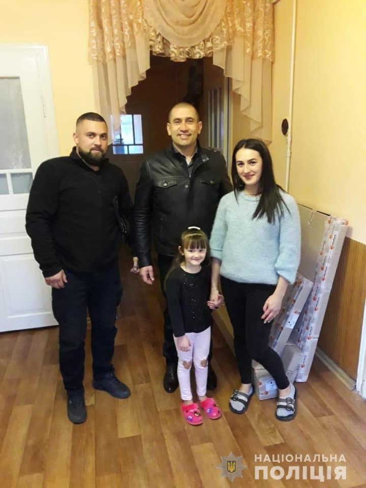 Прикарпатські поліцейські привітали з Днем народження дочку загиблого правоохоронця 2