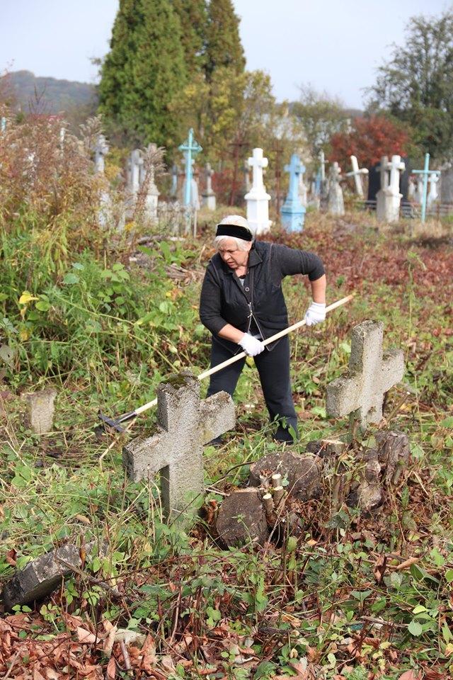 Прикарпатці впорядкували австрійський військовий цвинтар 12
