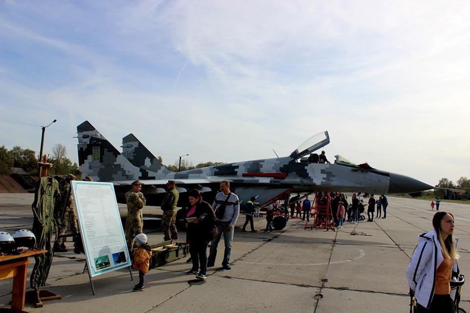"""""""Соколи Прикарпаття"""" показали франківцям свої літаки 4"""