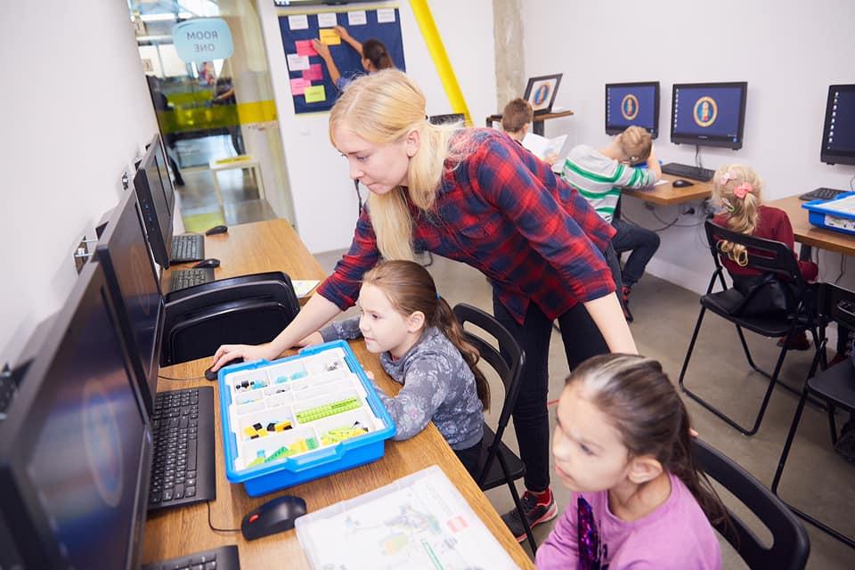 У Франківську дітей з вадами слуху безкоштовно почали навчати робототехніці 5