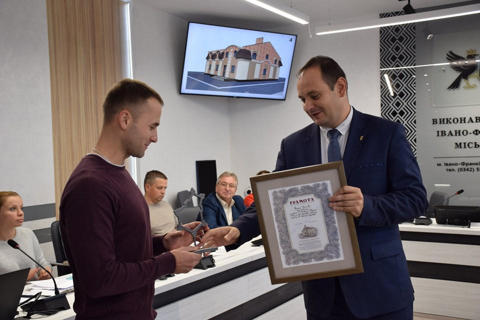 У Франківську нагородили переможців конкурсу проєктів приватної забудови 8
