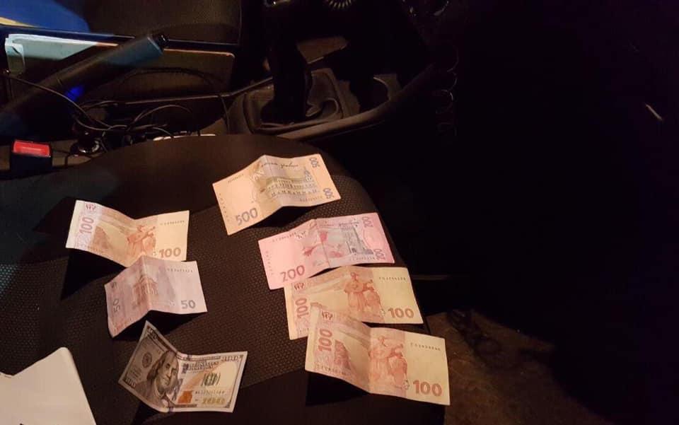 На Коломийщині поліцейські затримали чоловіка, який намагався підкупити патрульних 4