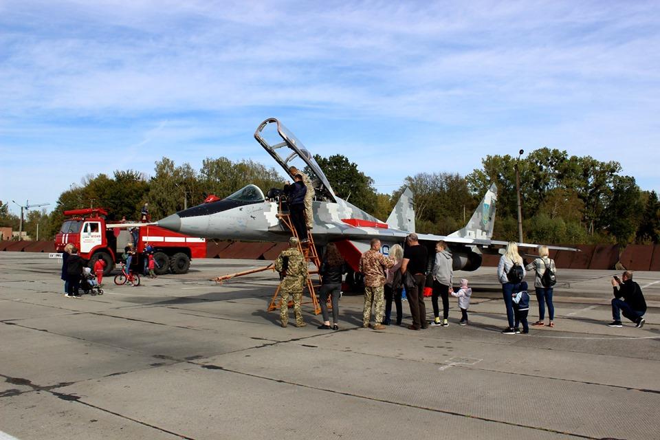 """""""Соколи Прикарпаття"""" показали франківцям свої літаки 2"""