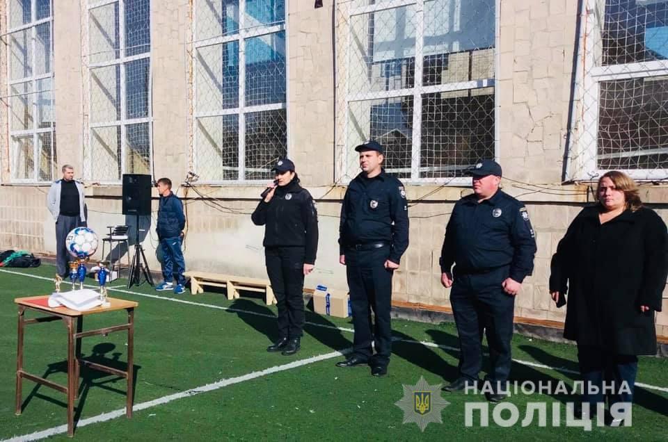 Поліцейські позмагалися у мініфутболі з коломийськими студентами 12
