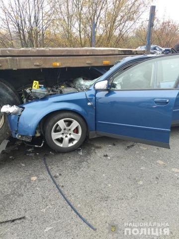 На Франківщині легковик врізався у тягач – є травмовані 6