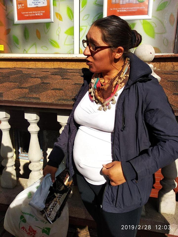 Муніципали застерігають франківців про циган, які вже рік жебракують у місті 14