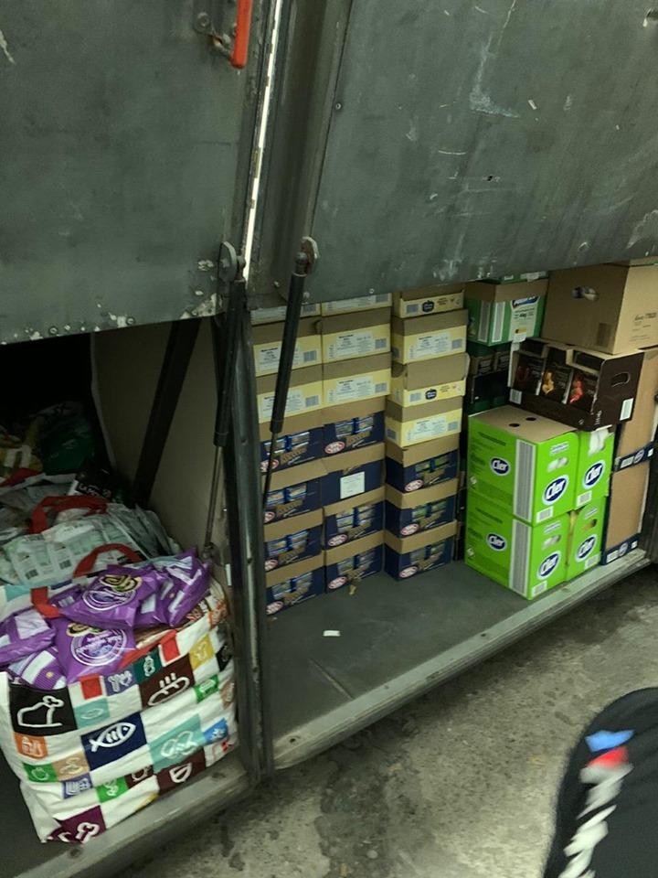Митники вилучили у водія рейсового автобуса з Прикарпаття дві тонни продуктів 10