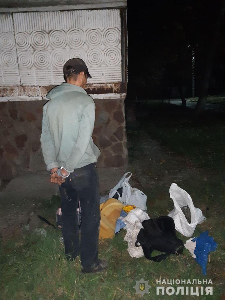 У Калуші поліцейські охорони затримали крадія телефонного кабелю 2