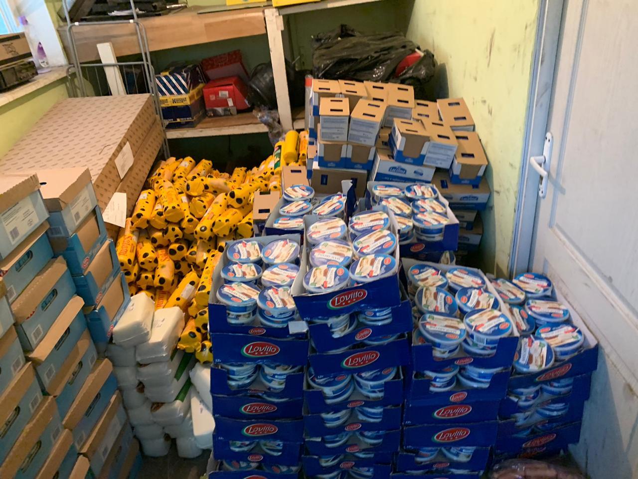 Митники вилучили у водія рейсового автобуса з Прикарпаття дві тонни продуктів 12