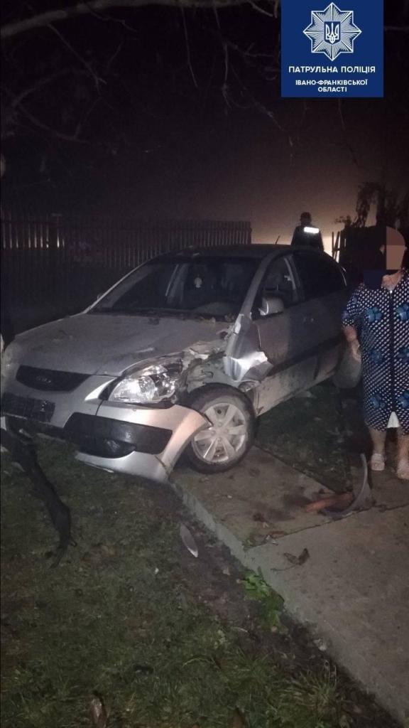 У Франківську п'яного водія зупинило дерево 2