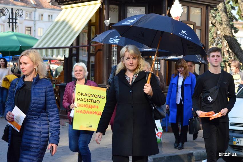 Іванофранківці німою ходою пройшлися проти торгівлі людьми 14