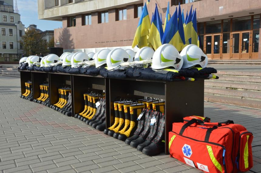 Прикарпатські ОТГ отримали нове спорядження для вогнеборців 1