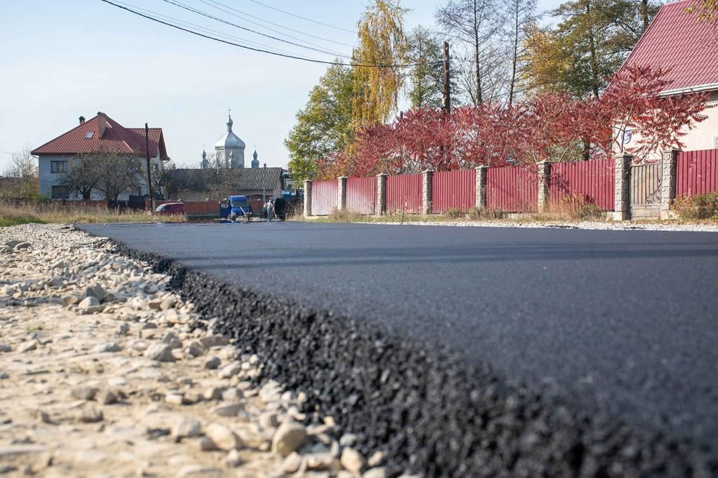 У Чернієві заасфальтували 700 метрів дороги 4