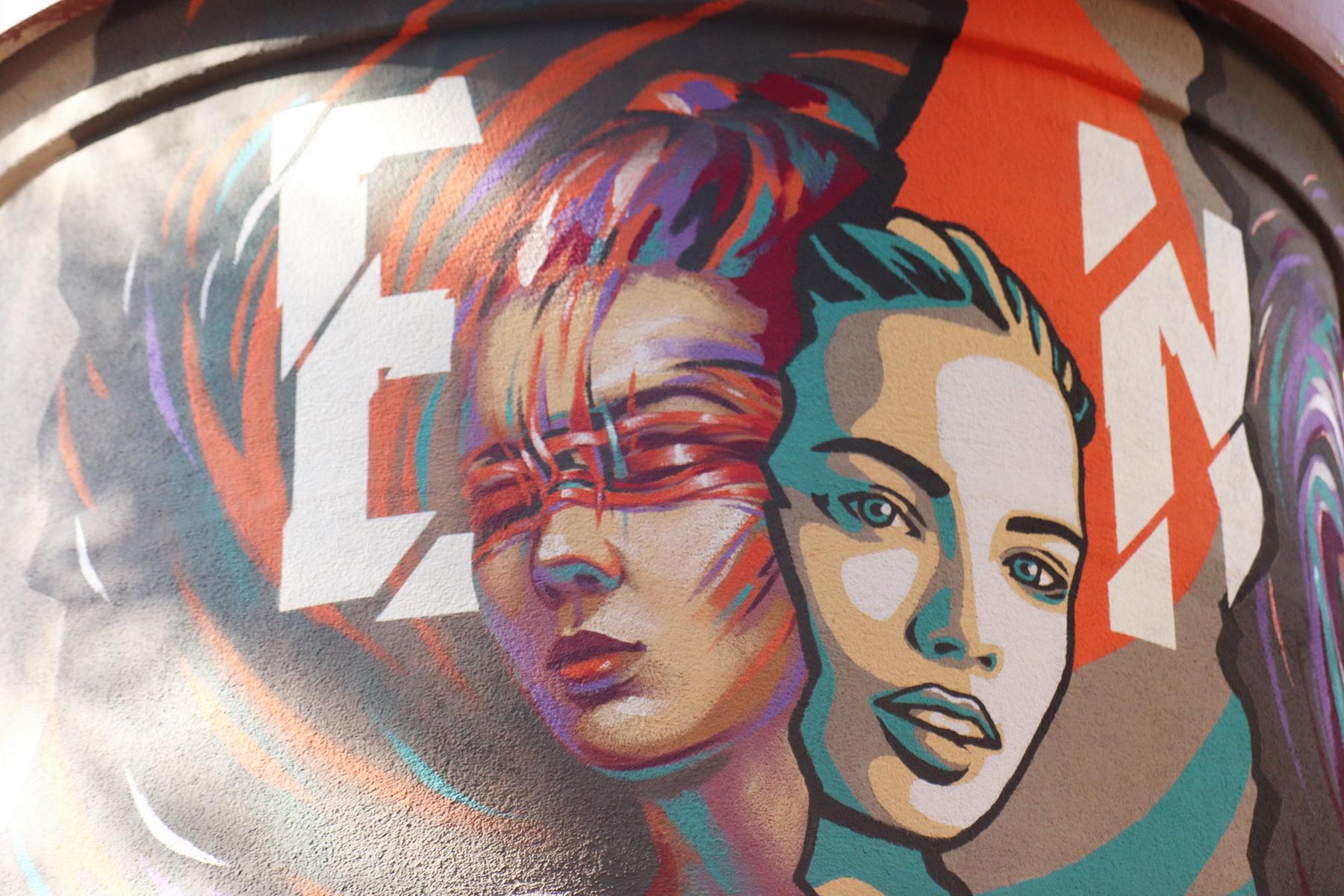 В сквері Міцкевича франківські художники розмальовують підстанцію обленерго 4