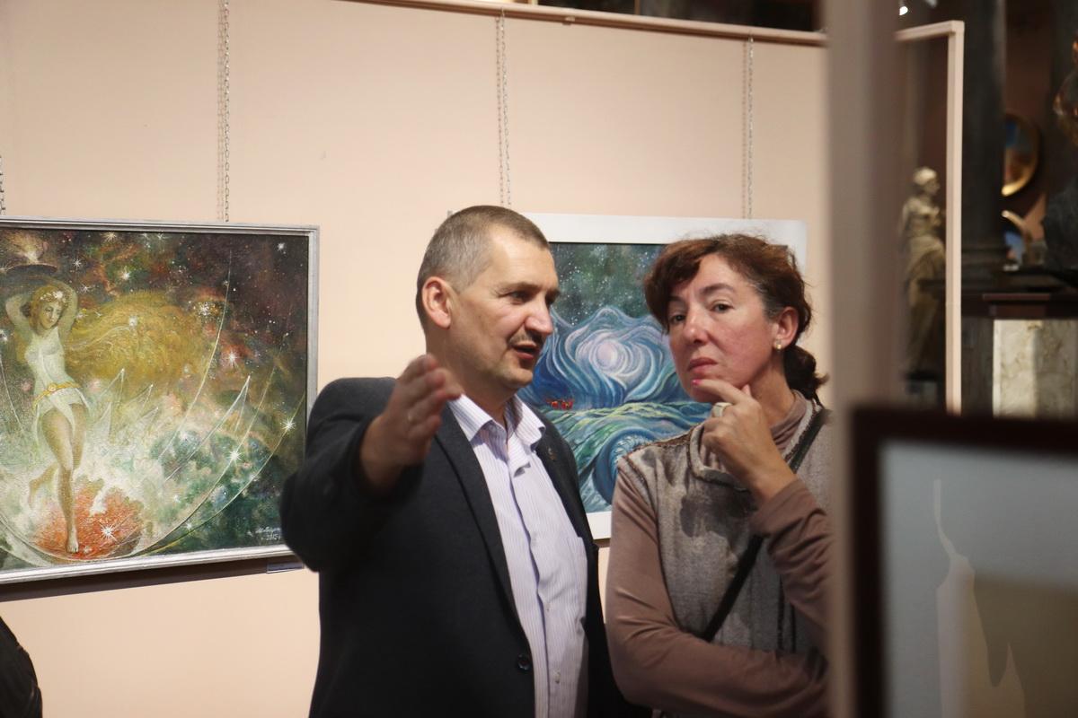 У Франківську дитяча художня школа відзначила ювілей великою виставкою 10