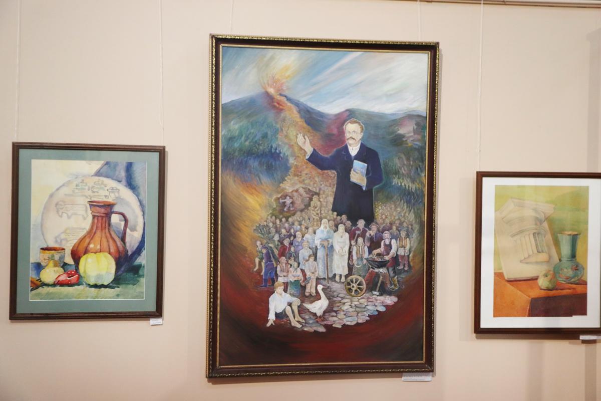 У Франківську дитяча художня школа відзначила ювілей великою виставкою 14