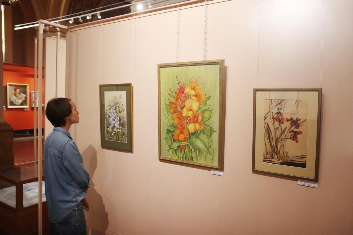 У Франківську дитяча художня школа відзначила ювілей великою виставкою 16