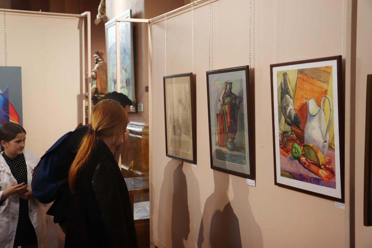 У Франківську дитяча художня школа відзначила ювілей великою виставкою 24