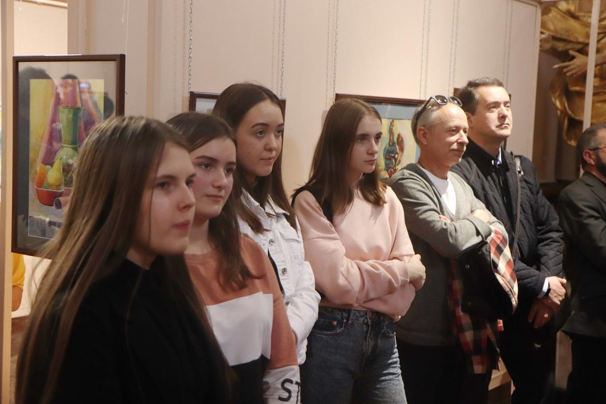 У Франківську дитяча художня школа відзначила ювілей великою виставкою 28